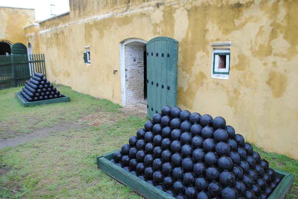 Fort cannon balls