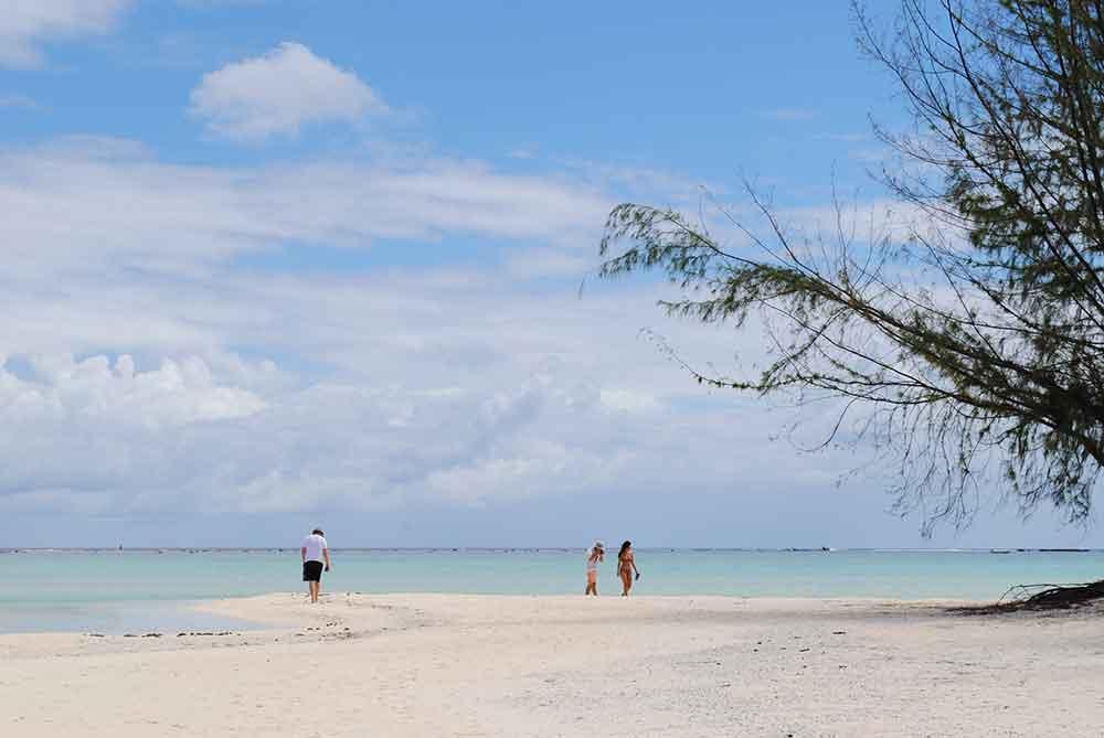 Walking the beach on Motu Tapu