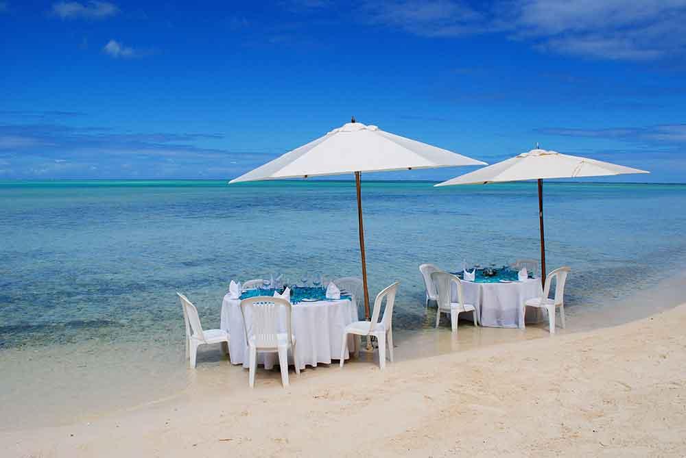 Tables near the sea, Motu Tapu