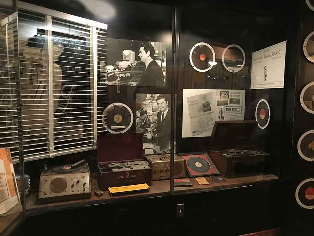 Sun Studio tour - Dewey Phillips broadcast booth